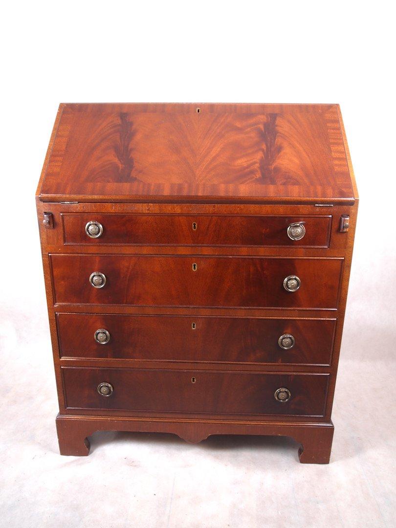 Письменный стол из красного дерева 98/77 см