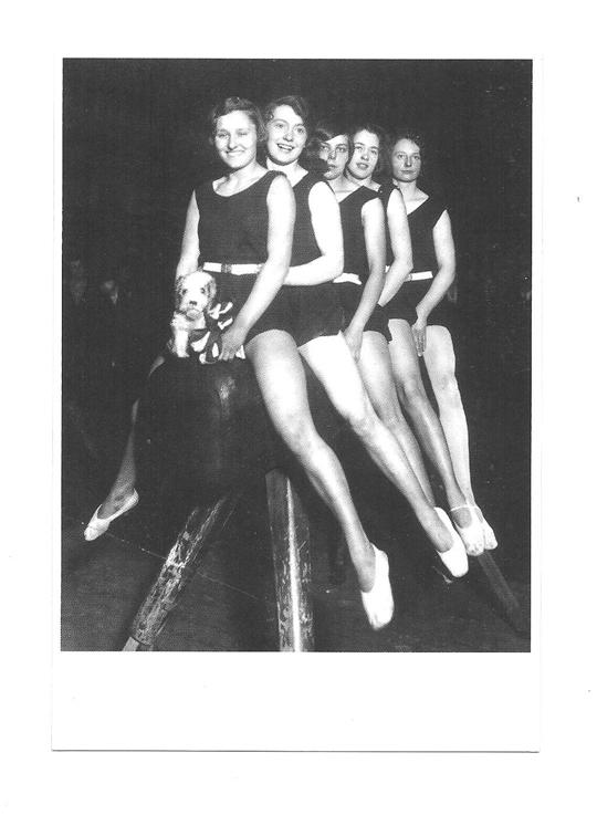 Pocztówka - Zwycięskie gimnastyczki na koźle ...