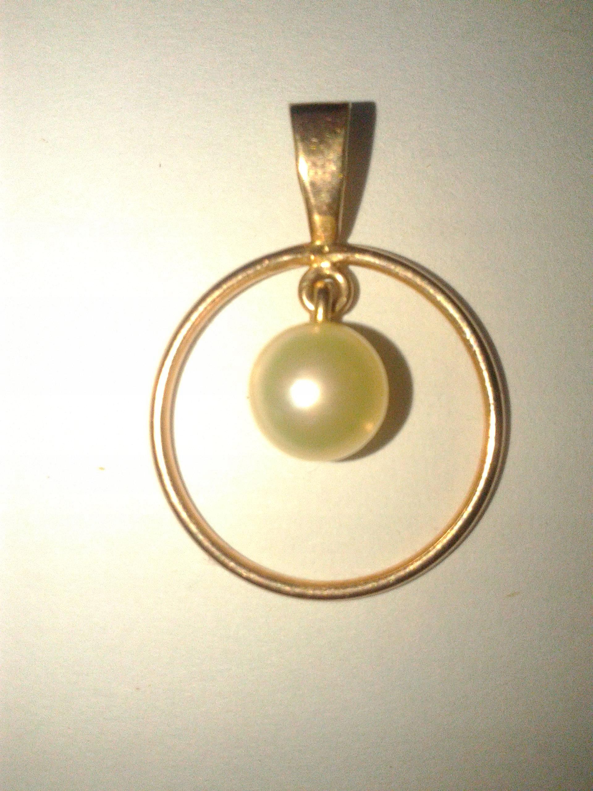 Złoty wisiorek z perłą - złoto + biała perła