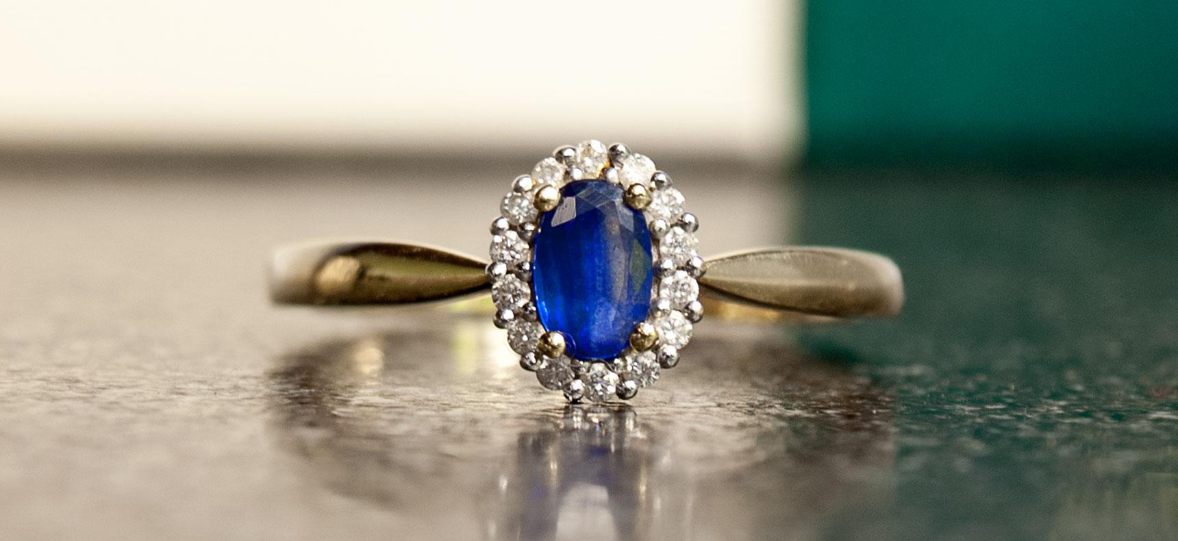 38e980cfbde7e8 Złoty pierścionek z szafirem oraz diamentami | YES - 7406450293 ...