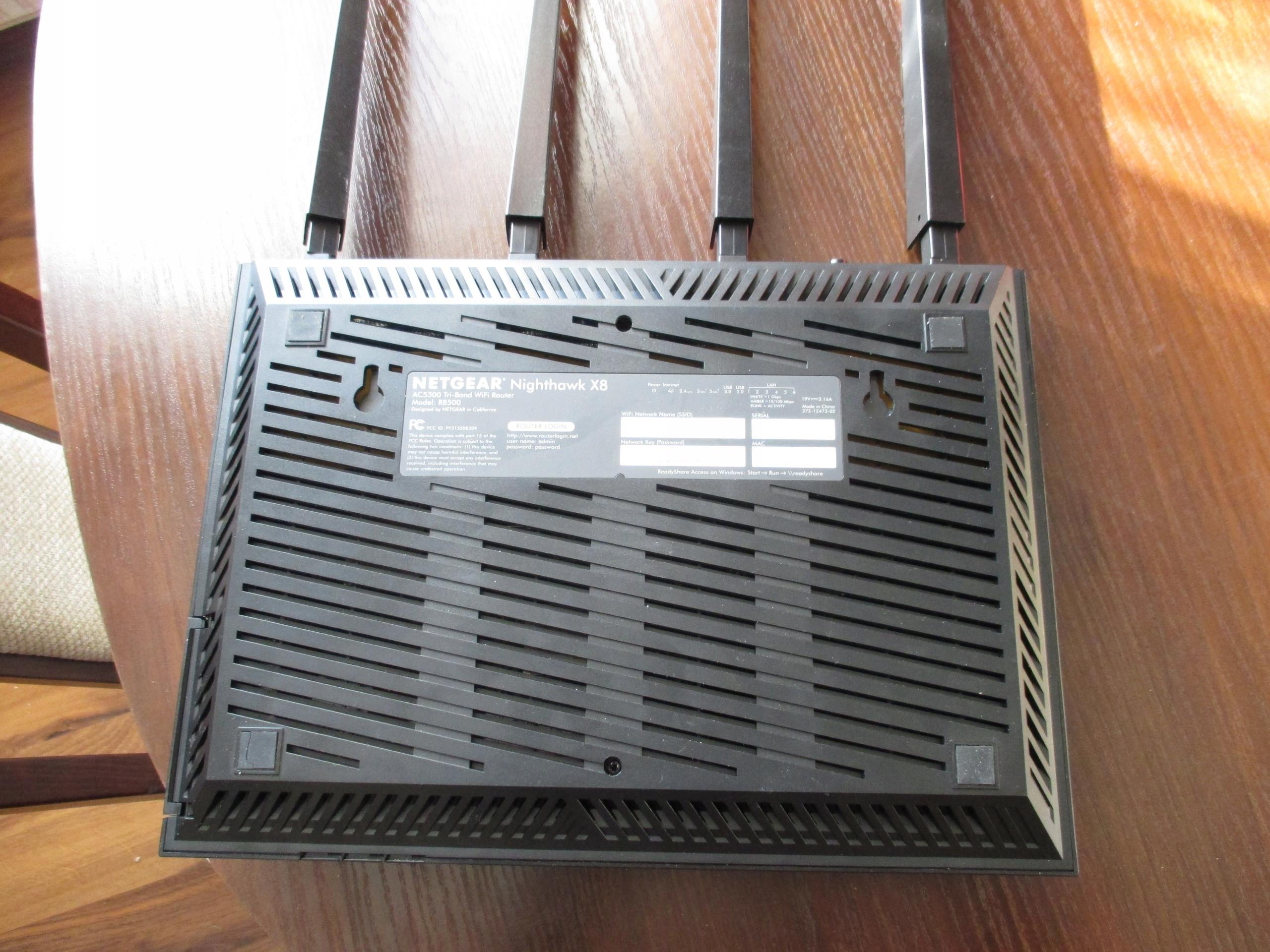 Router Netgear R8500 Nighthawk X8 AC5300 Tri-Band