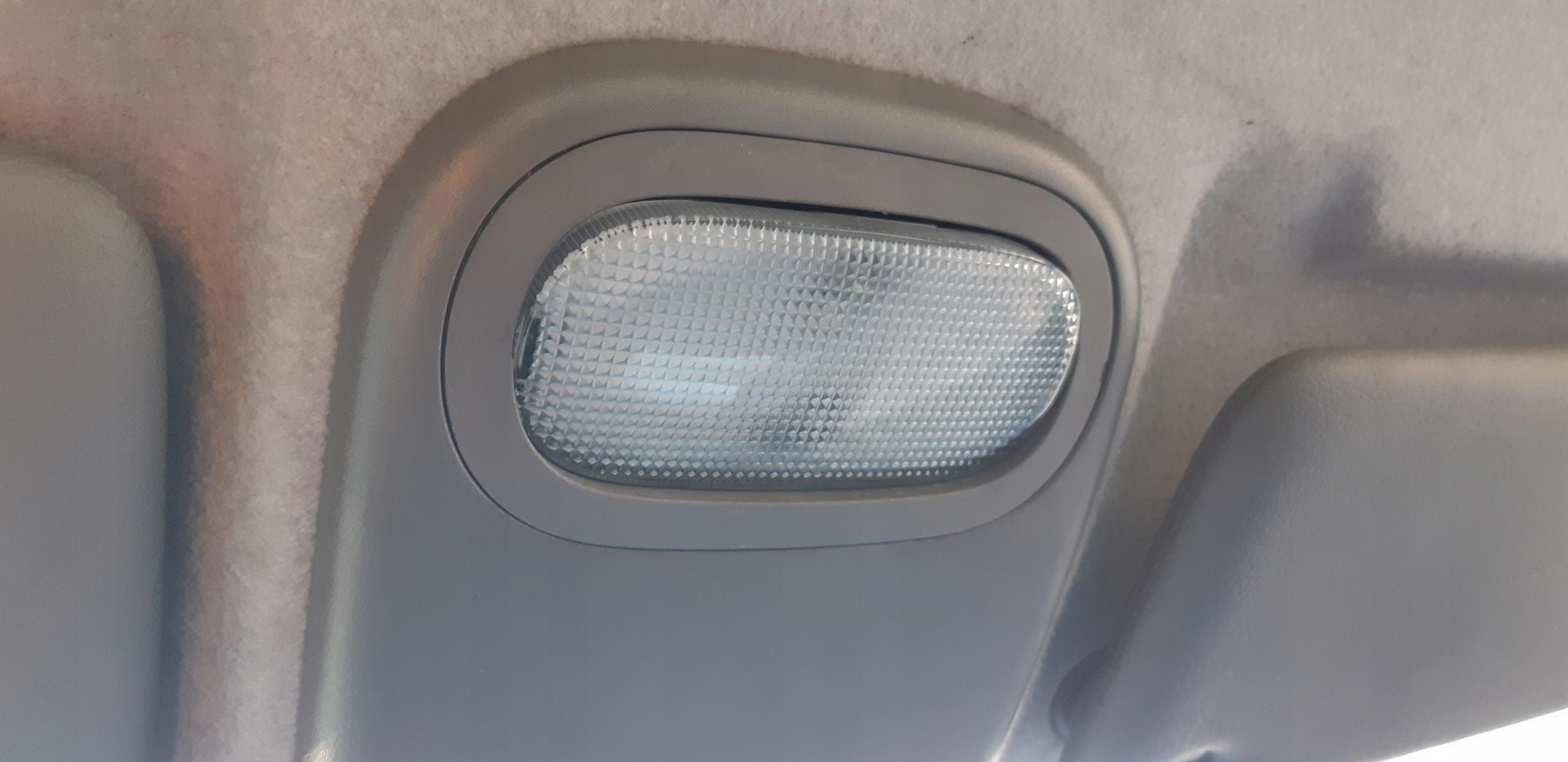 Oświetlenie Kabiny Wewnętrzne Renault Clio Ii 7704587099