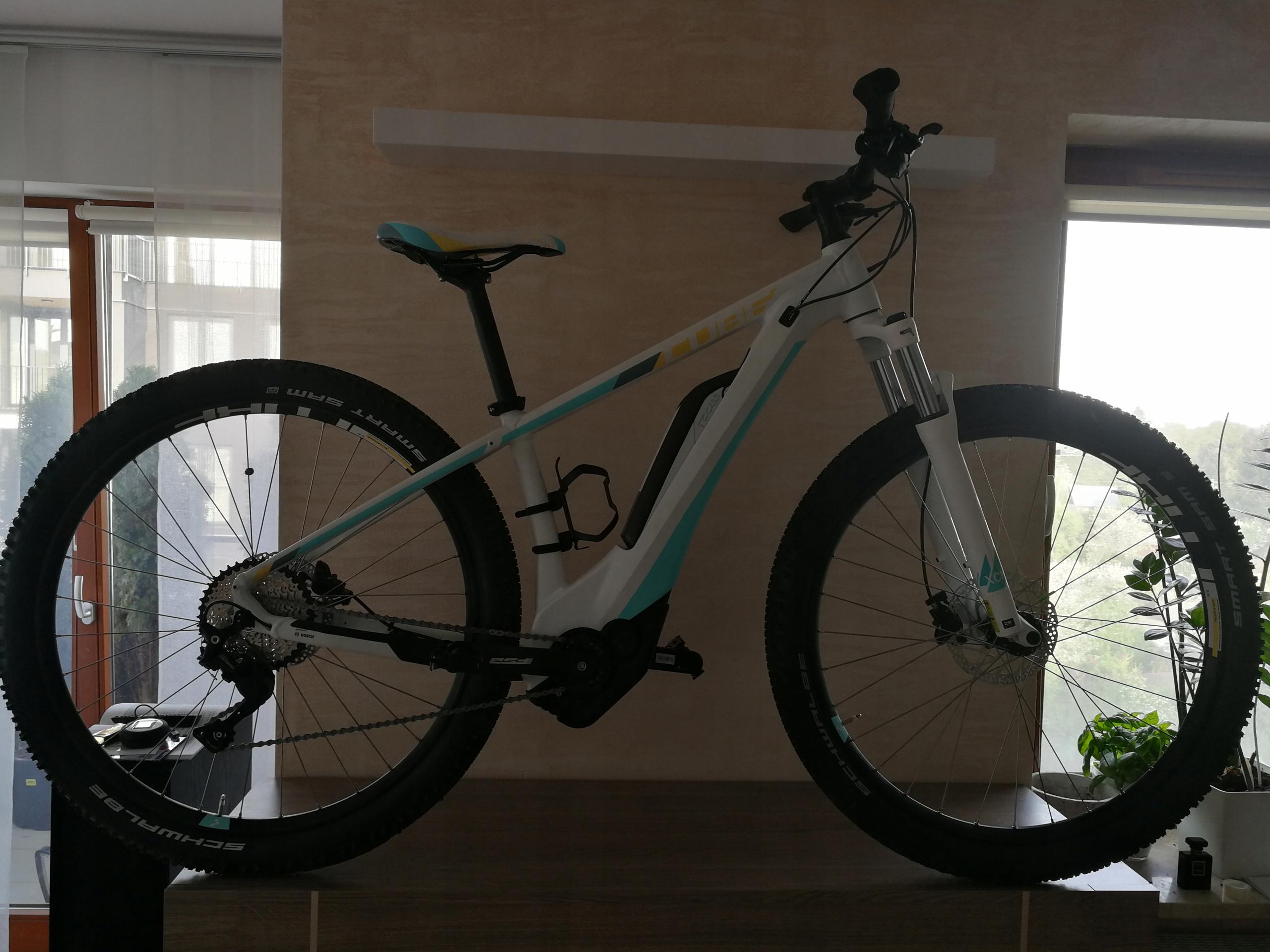 Rower elektryczny cube access hybrid pro 500