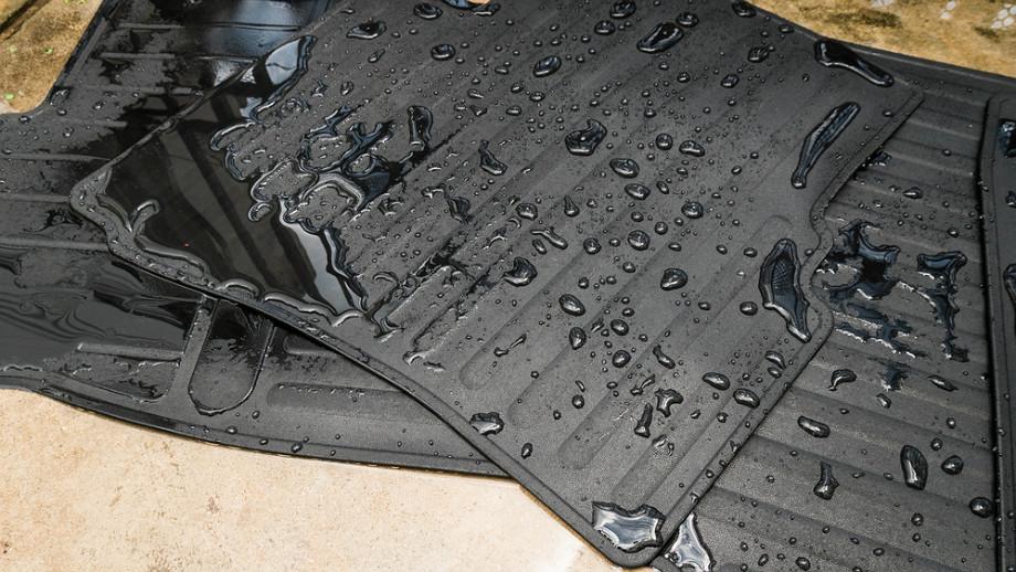 Co zrobić, by gumowe dywaniki wyglądały jak nowe?