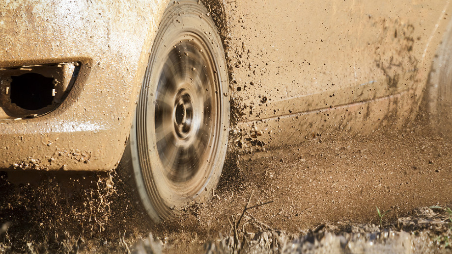 Jak wyciągnąć samochód z błota albo innej opresji?
