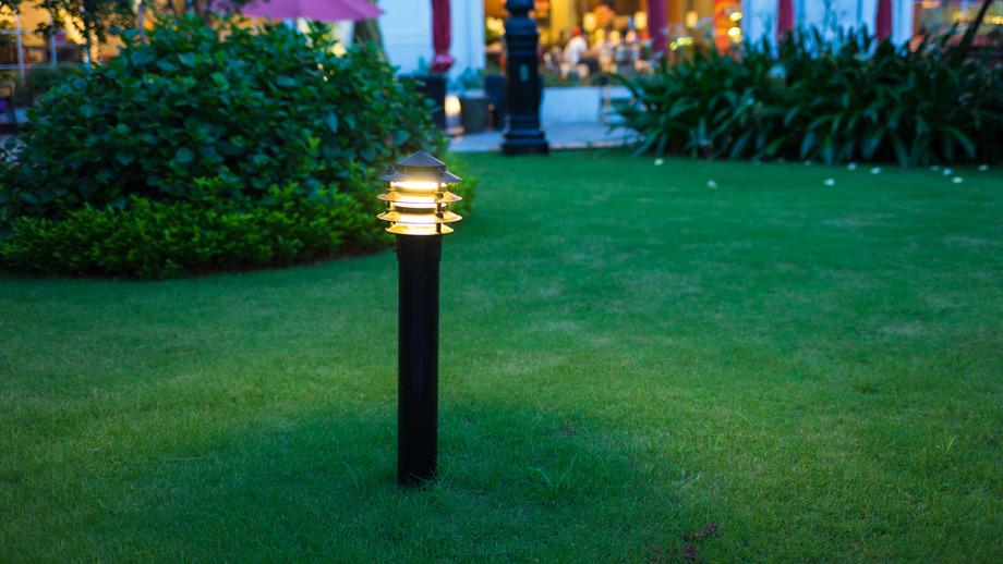 lampy do ogrodu stojace kule noca