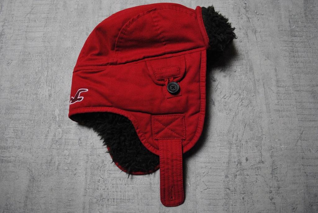 HOLLISTER__czerwona czapka uszatka pilotka__logo_